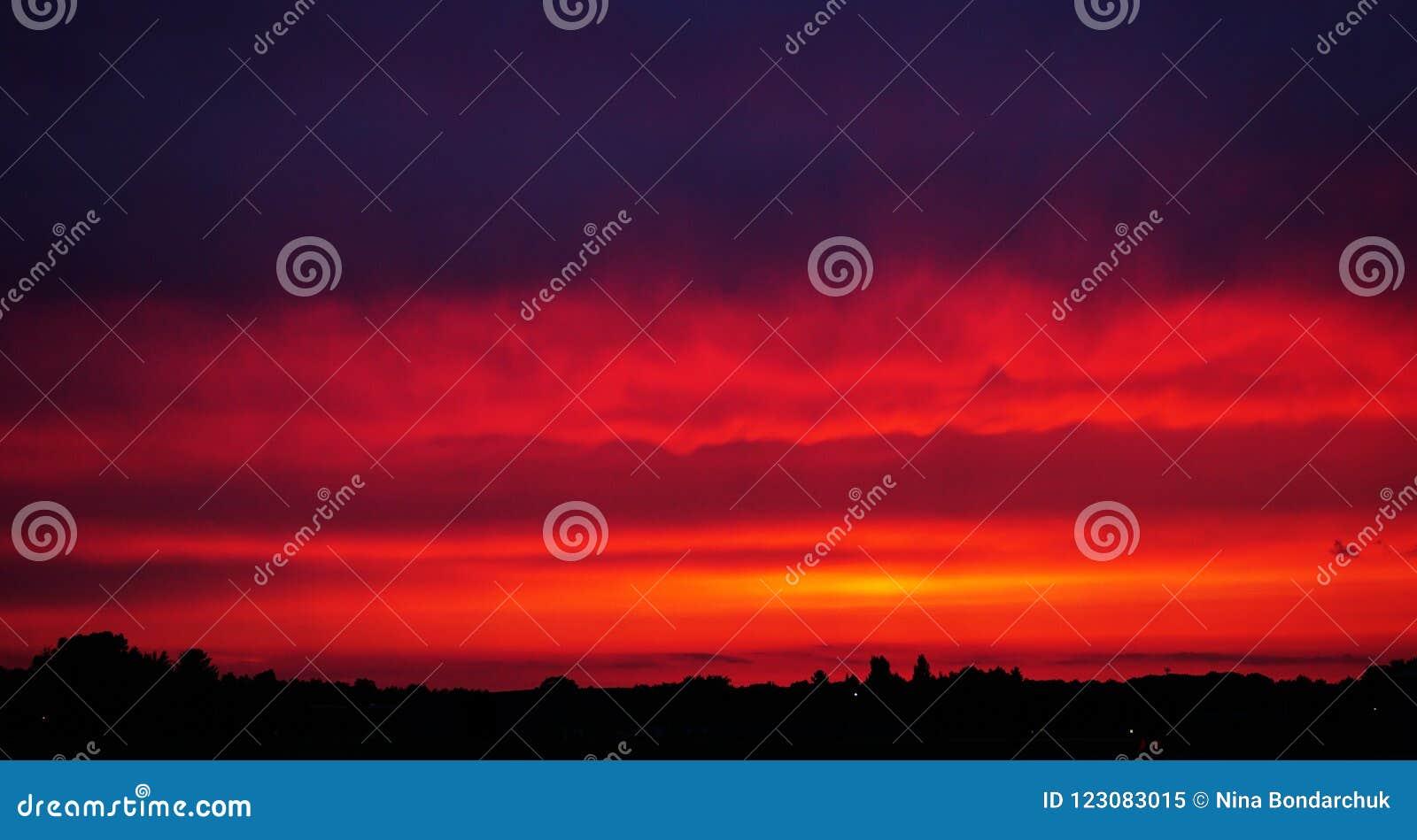热红色日落 明亮的紫色&橙色颜色