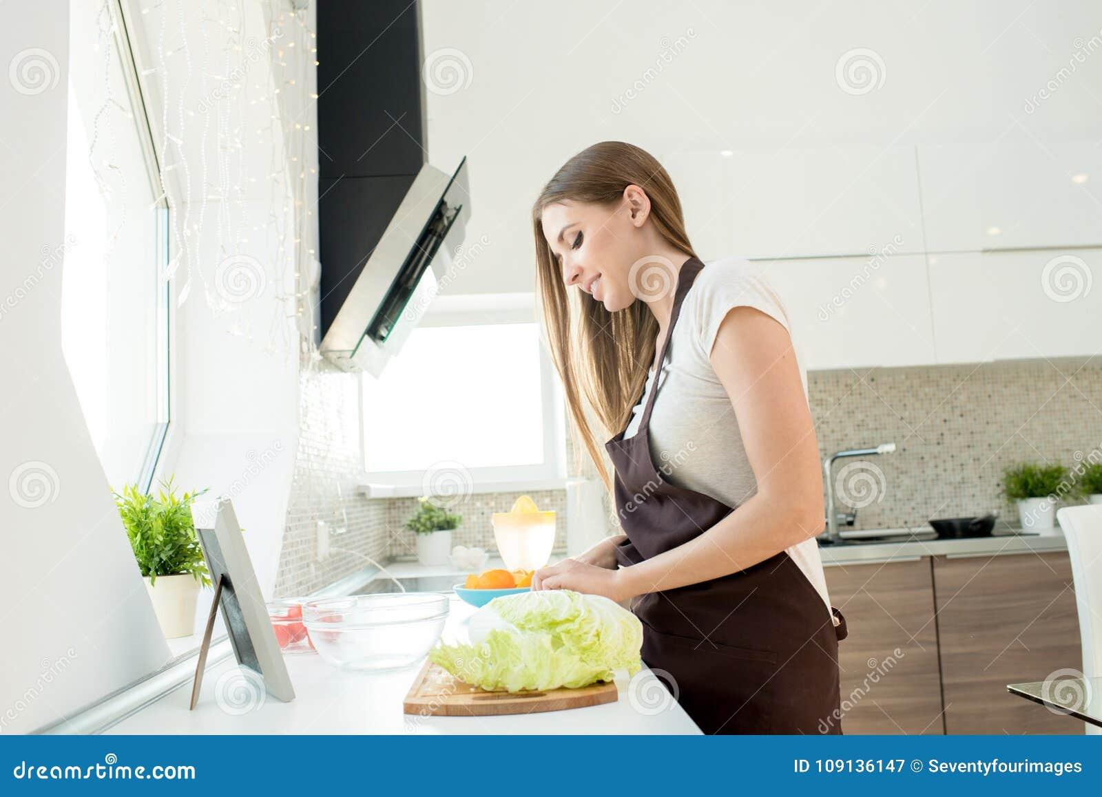 烹调家庭妇女年轻人