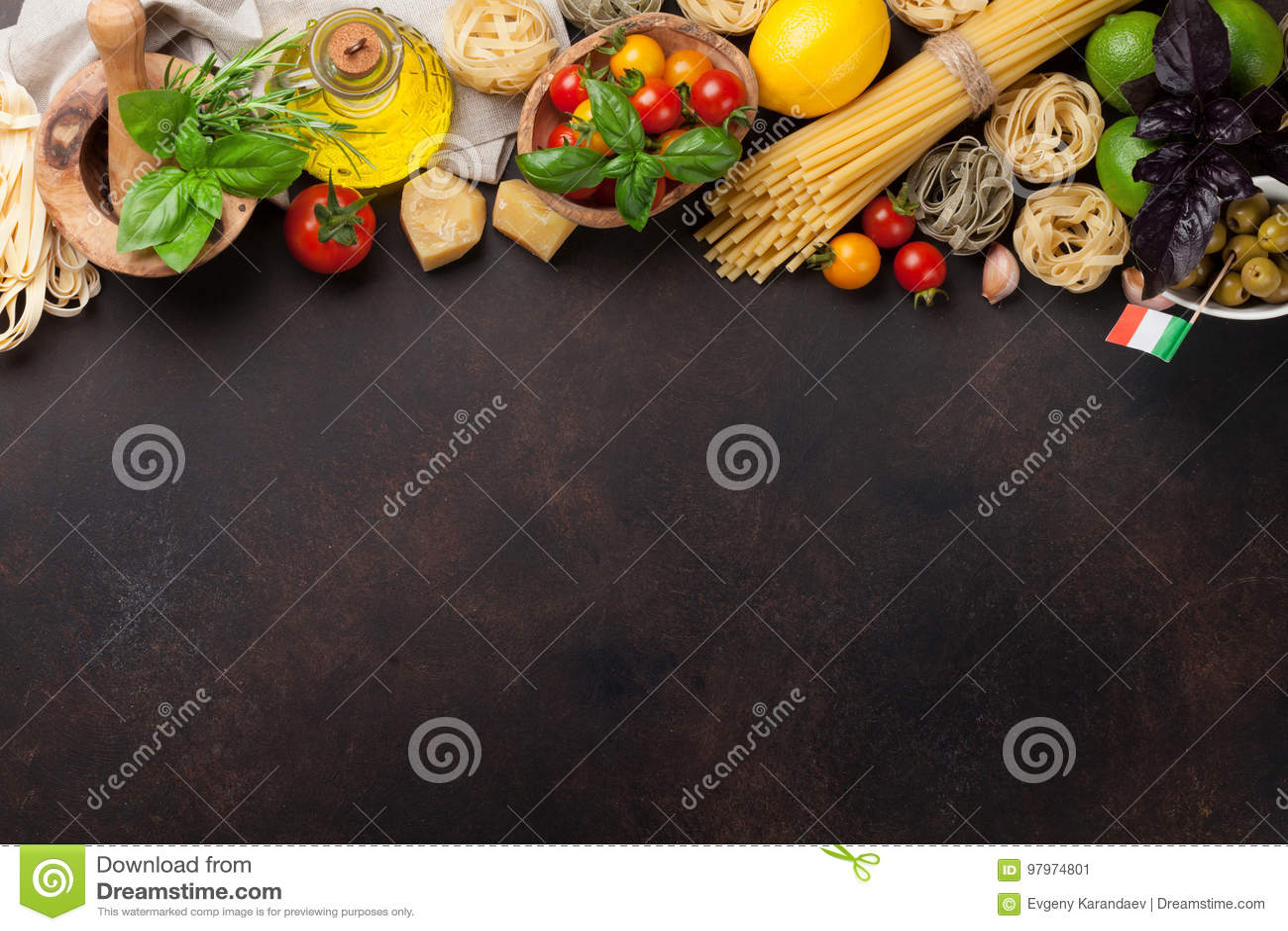 烹调意大利语的食品成分 背景樱桃成份查出意大利面食意粉蕃茄白色