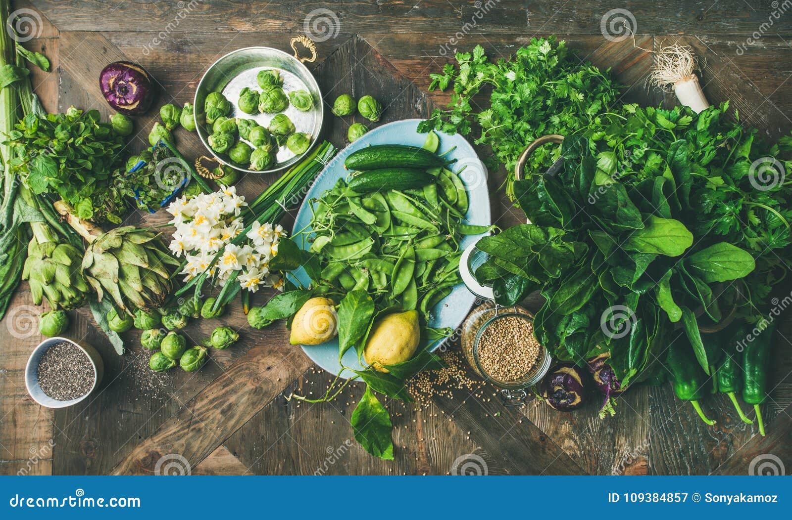 烹调成份,木背景,顶视图的春天健康素食主义者食物