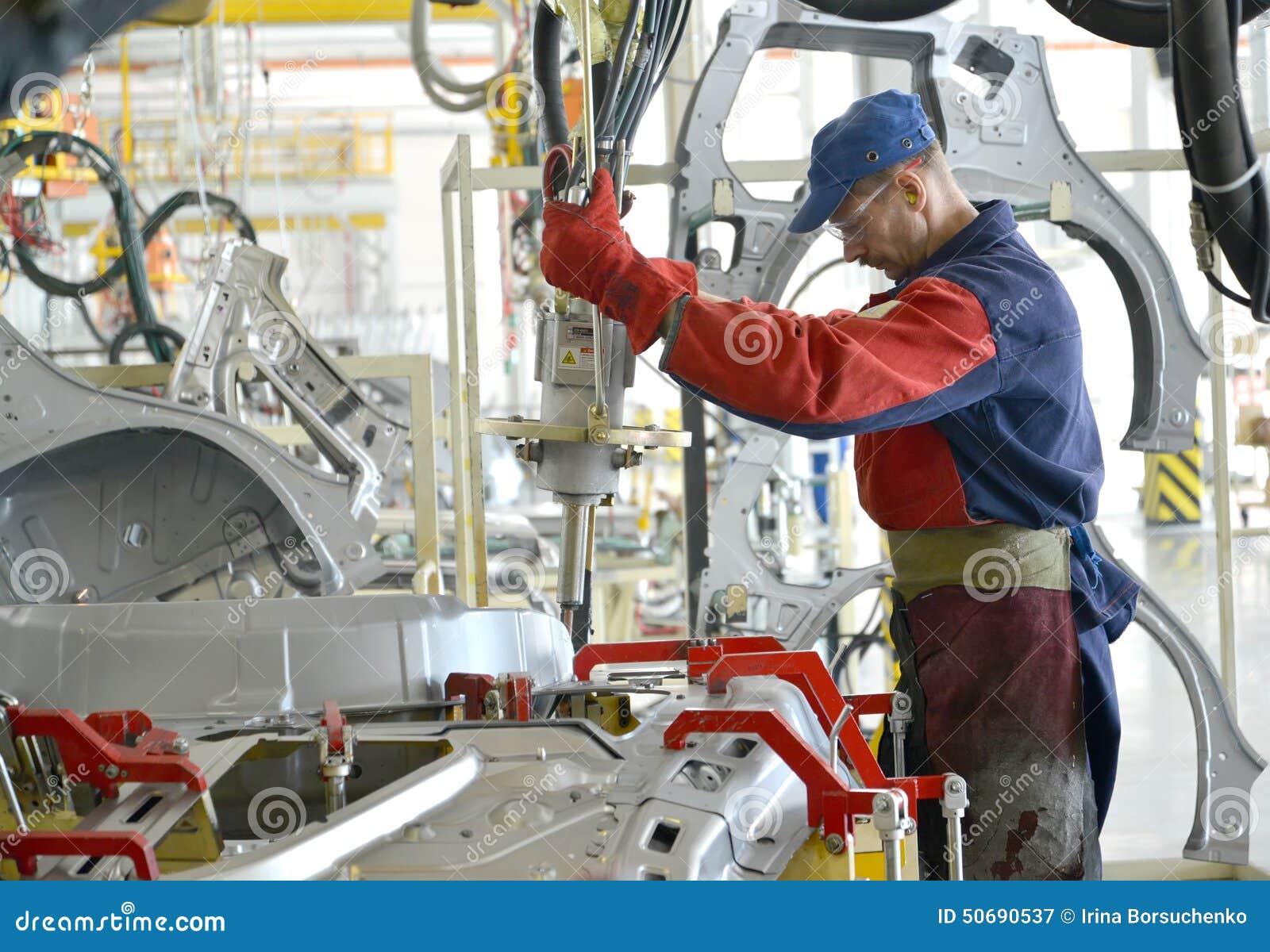 Download 焊工与斑点一起使用设备与焊接联系 Automo 图库摄影片. 图片 包括有 企业, 焊工, 斯拉夫语, 自动性 - 50690537