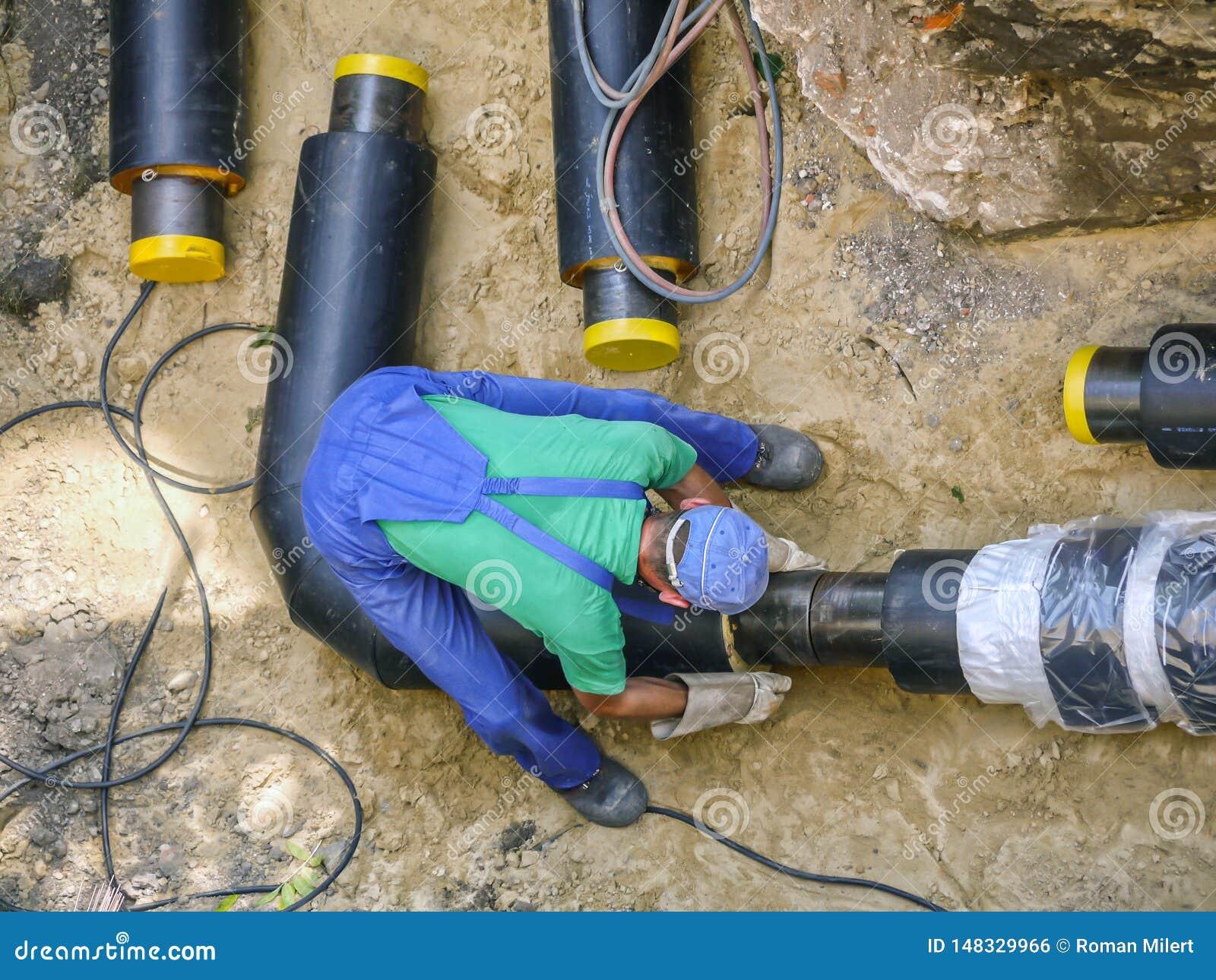 焊工加入的加热的设施管子