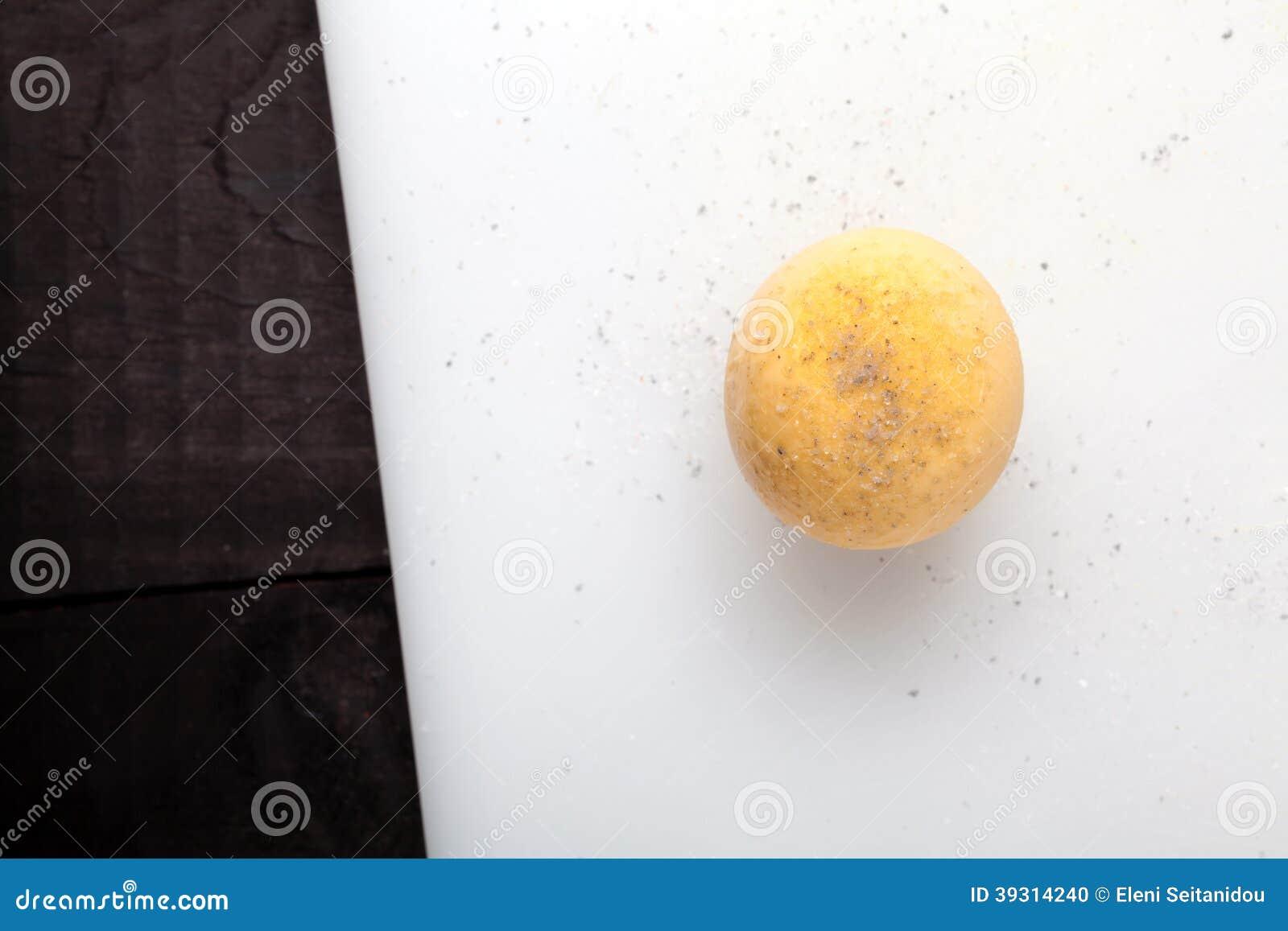 煮沸的蛋卵黄质