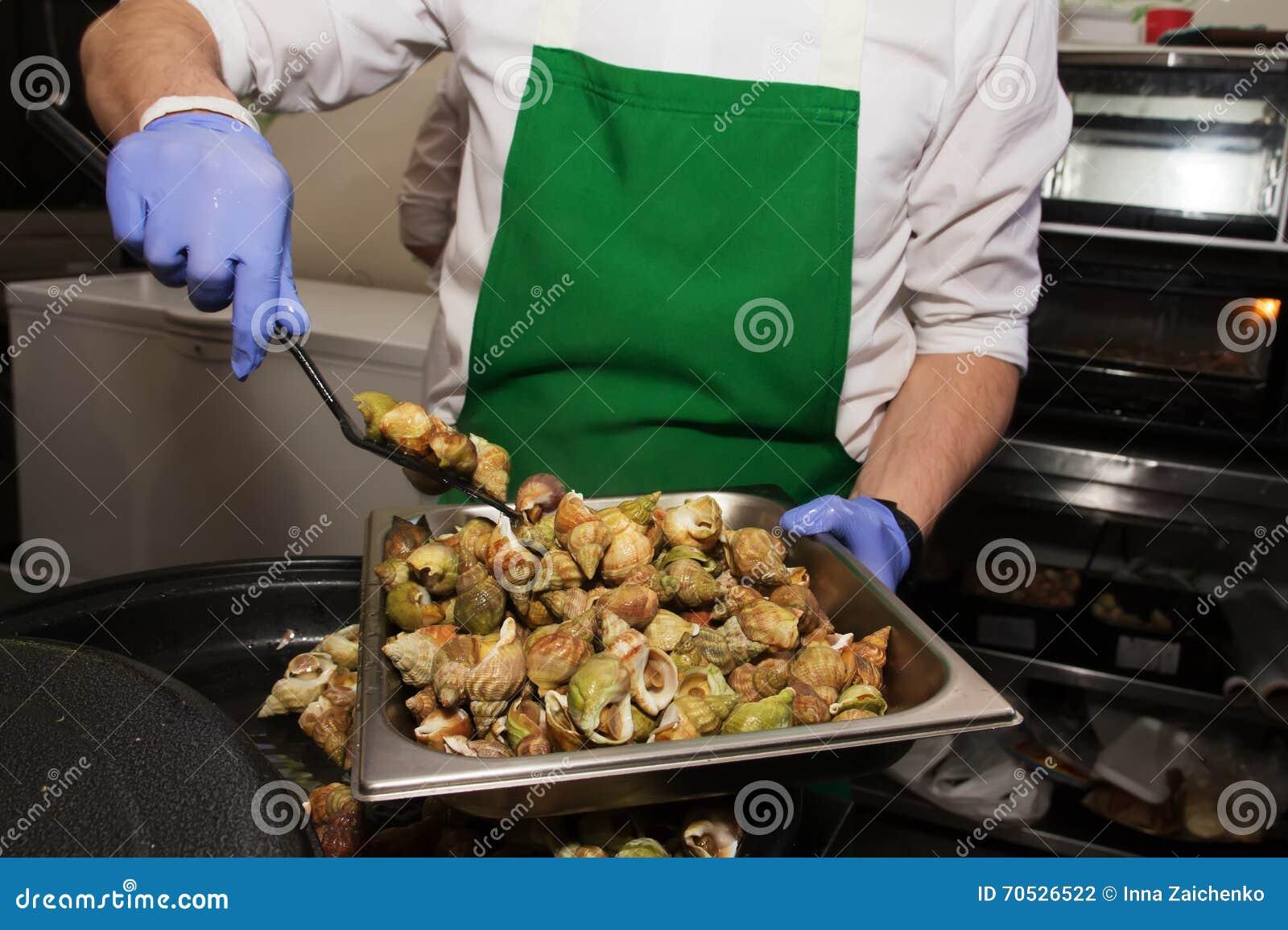 煮熟的蜗牛纤巧