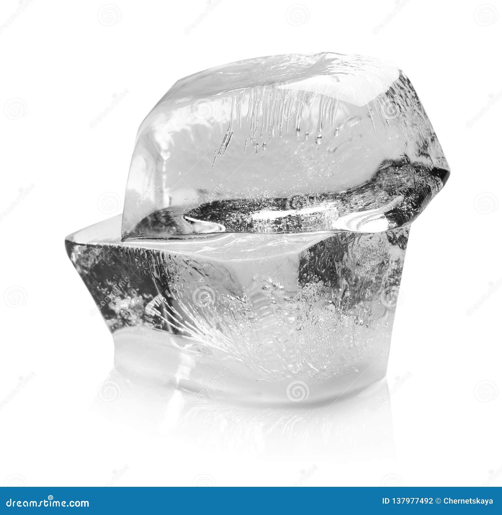 熔化在白色的透明冰块