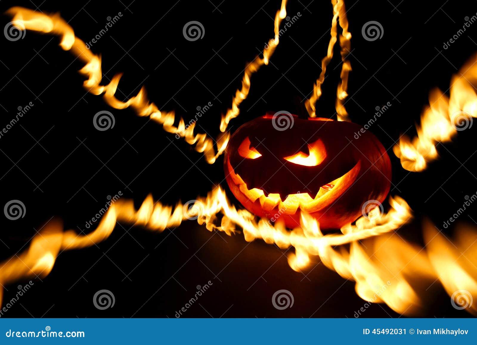 燃烧的万圣节南瓜
