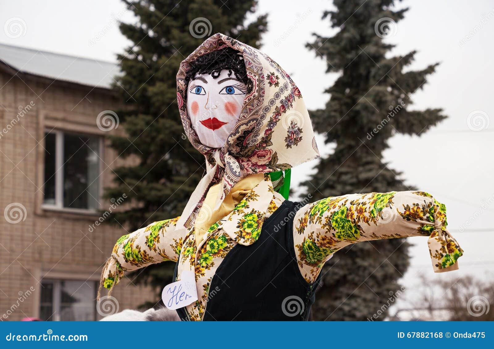 燃烧的稻草人在狂欢节 新春佳节