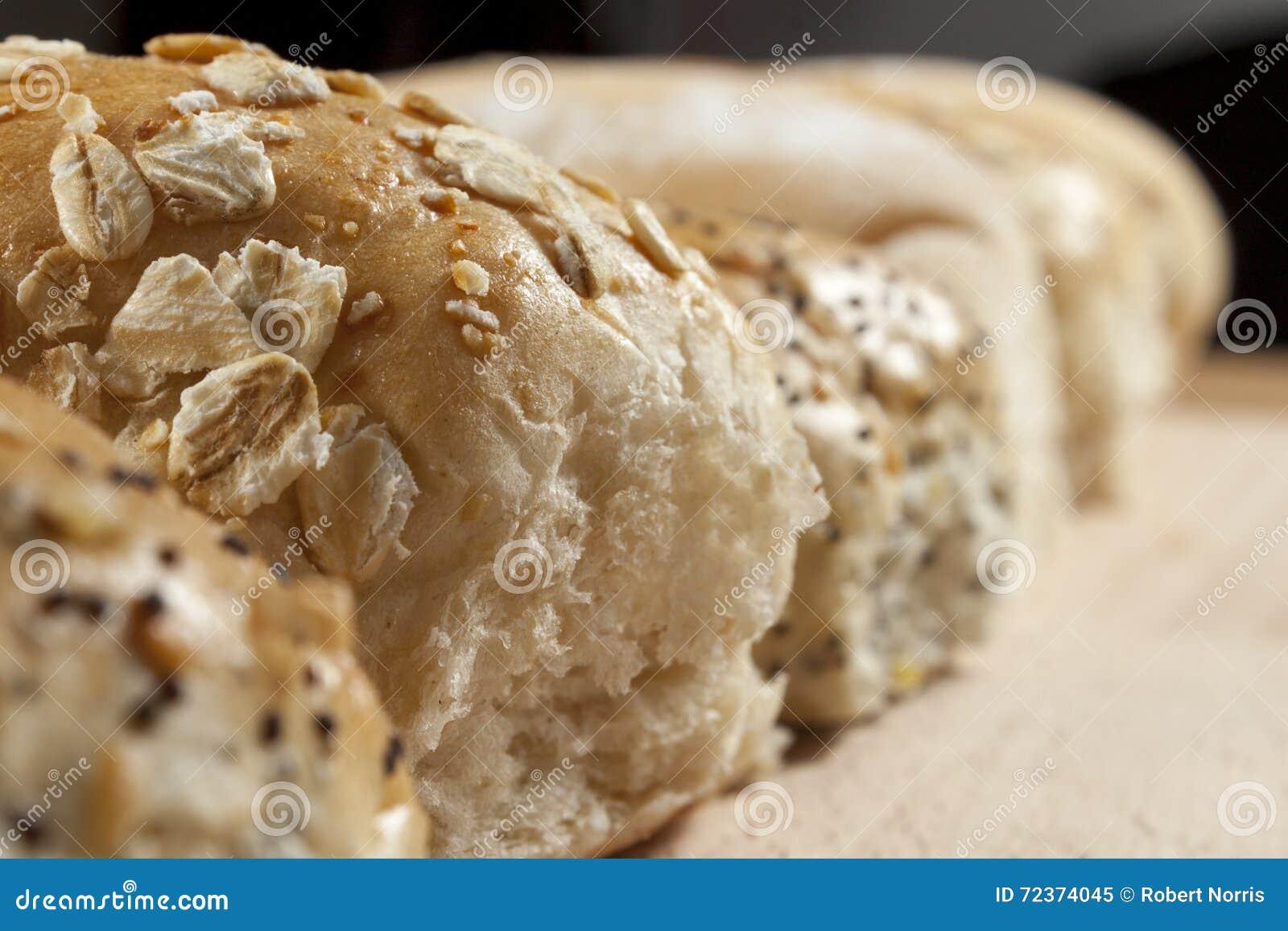 燕麦粥和排名的卷行的近景