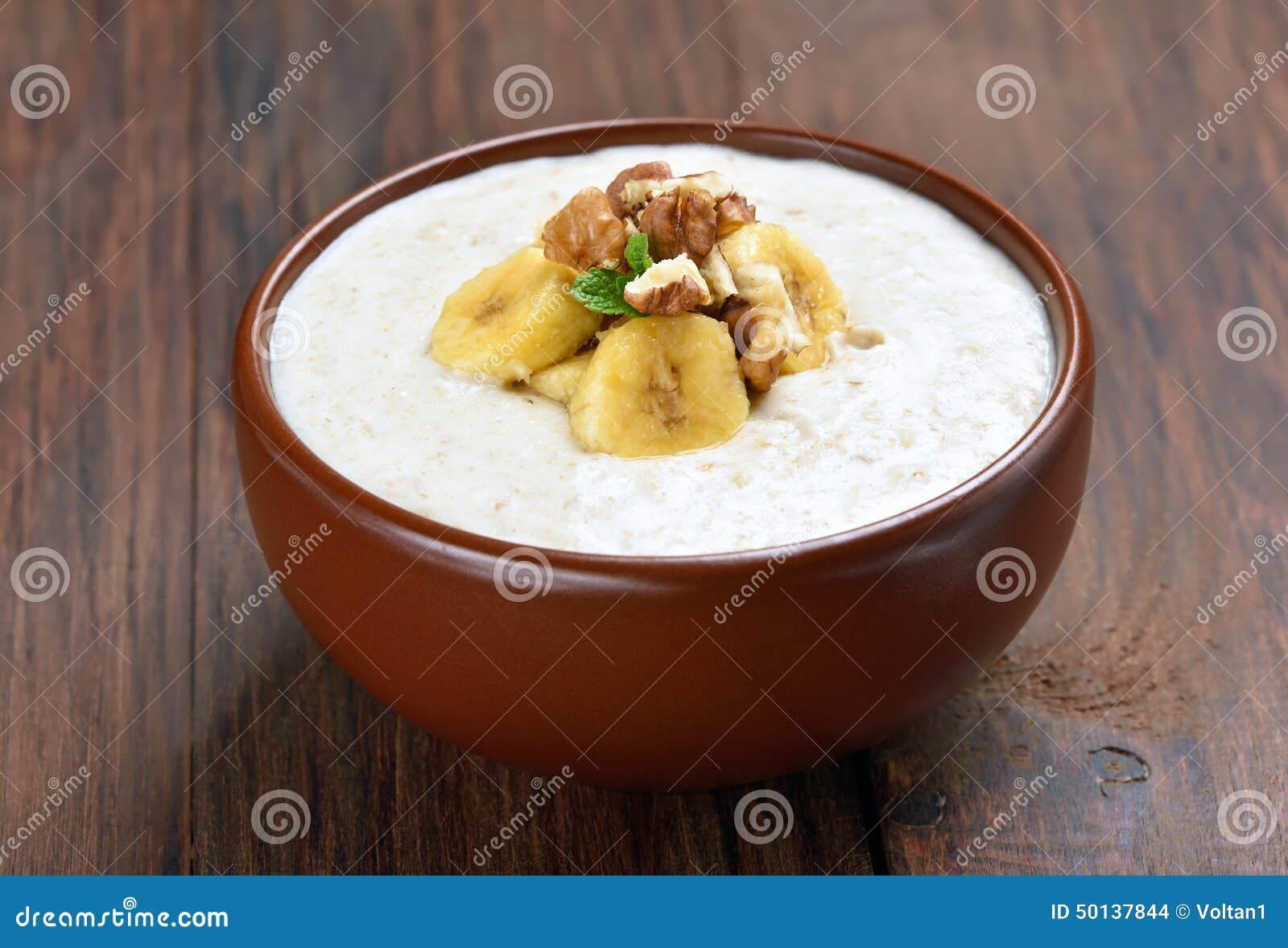 用_燕麦粥粥用核桃和香蕉