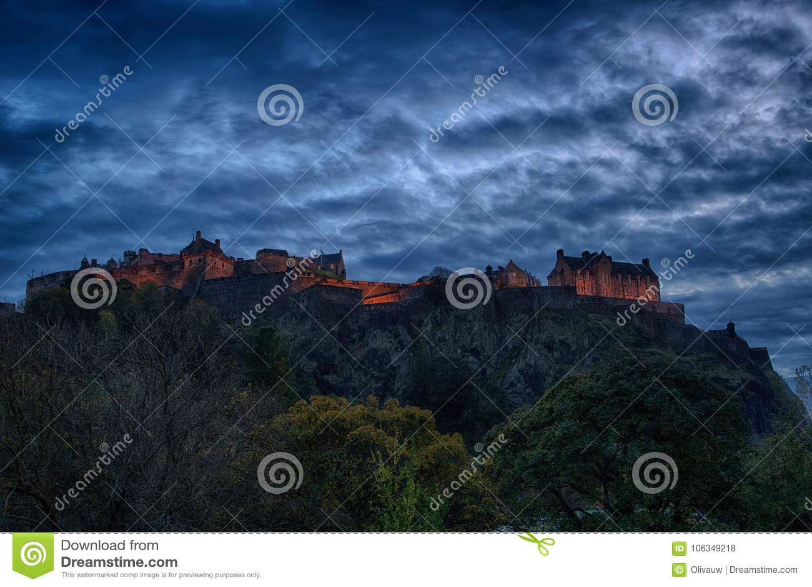 爱丁堡城堡全景在晚上