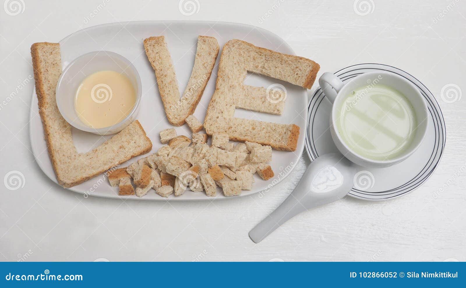爱早餐创造想法是面包和豆腐绿茶牛奶