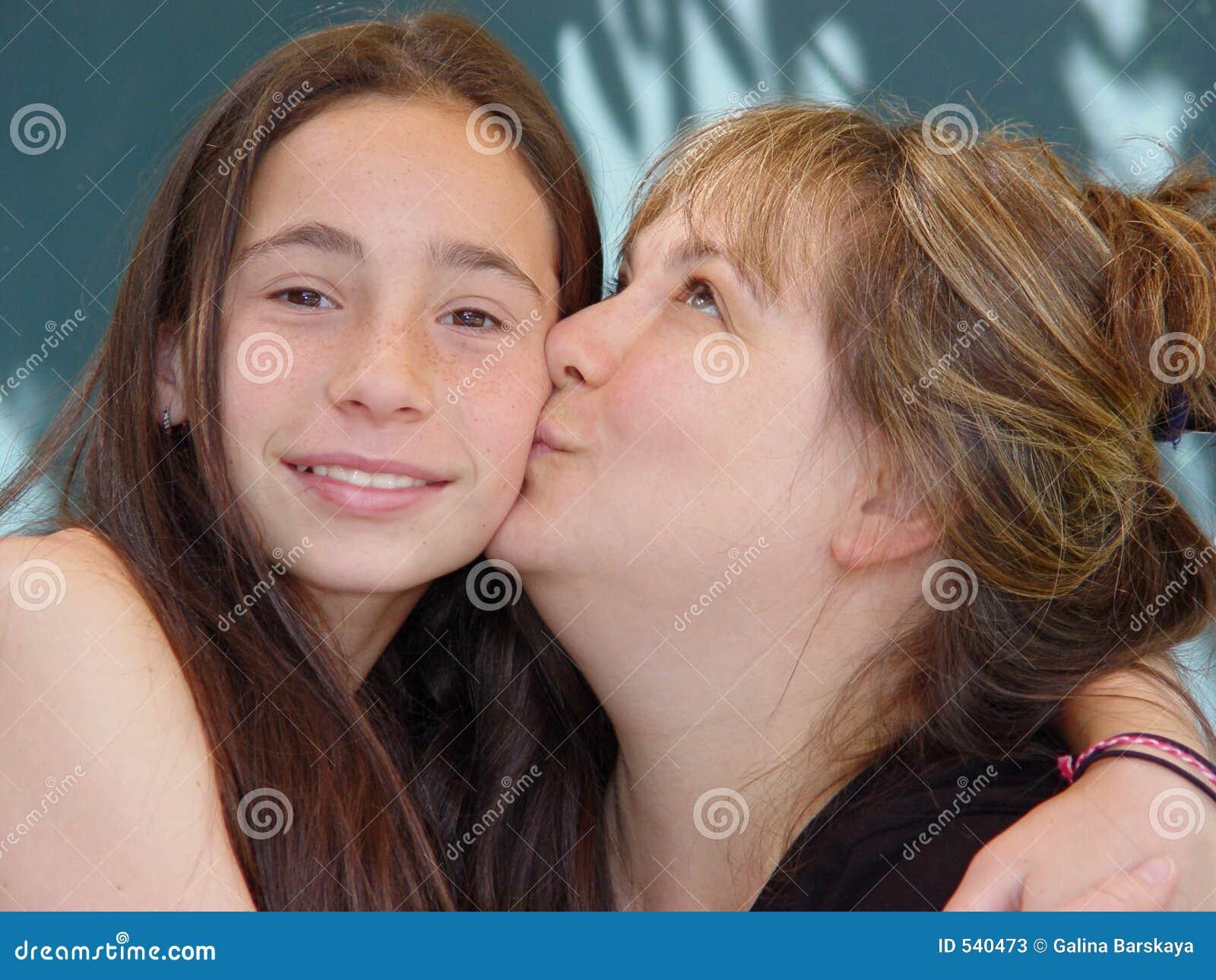 Download 爱母亲s 库存图片. 图片 包括有 休闲, 人们, 滑稽, 亲吻, 女性, 人员, 喜悦, 乐趣, 生活方式 - 540473