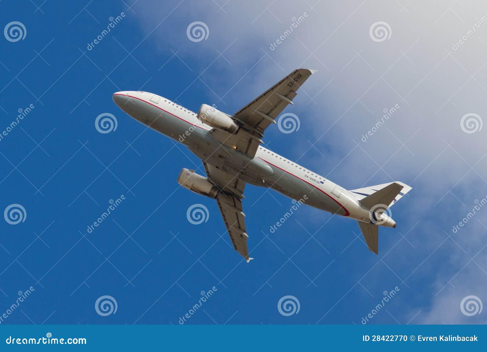 从ist的爱琴海航空公司空中客车a320-232起飞在2012年9月08日在图片