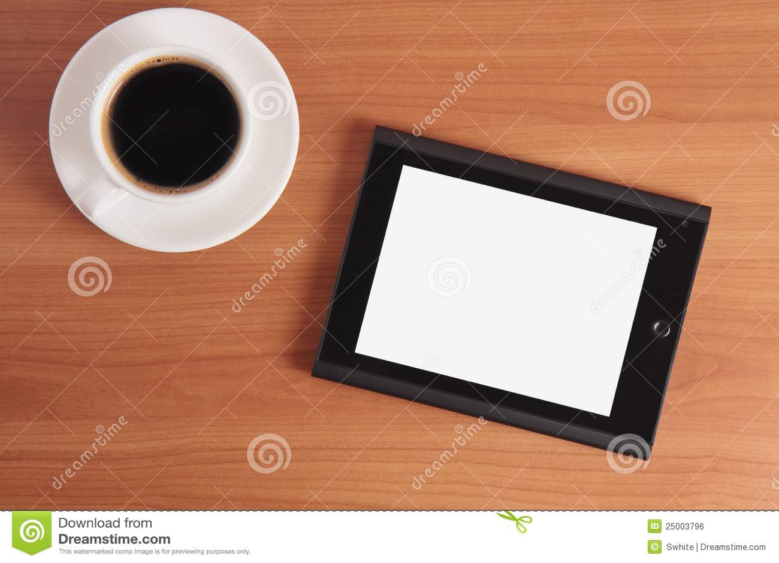 片剂个人计算机和咖啡。
