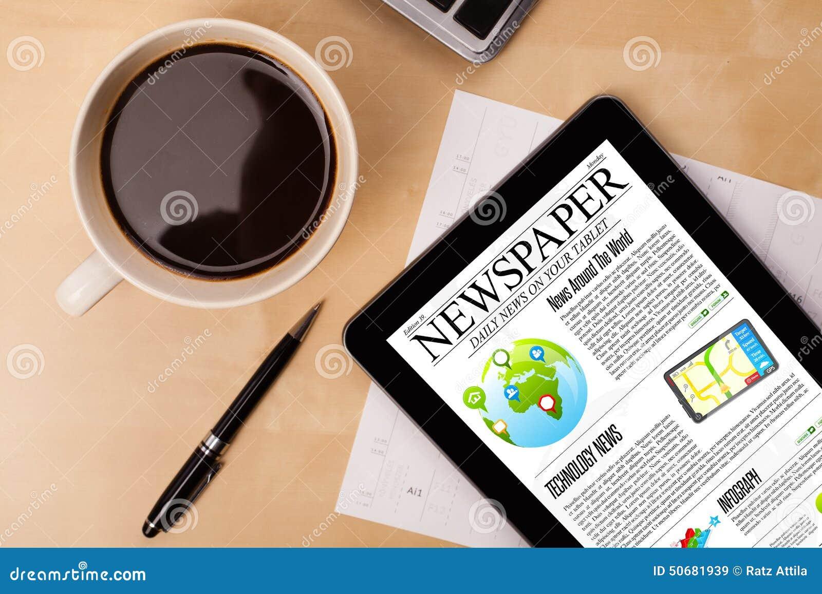 Download 片剂个人计算机显示在屏幕上的新闻有一杯咖啡的在书桌上的 库存图片 - 图片 包括有 计算器, 商业: 50681939