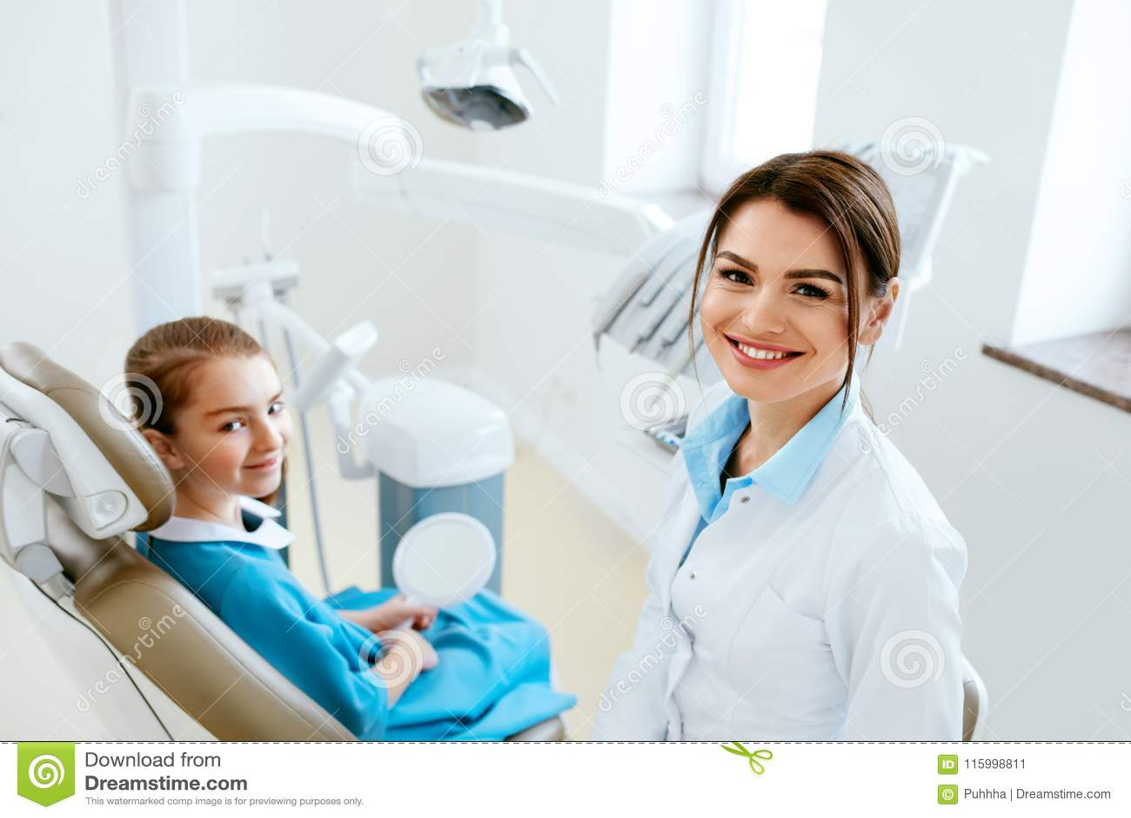 牙科 牙医医生和患者诊所的