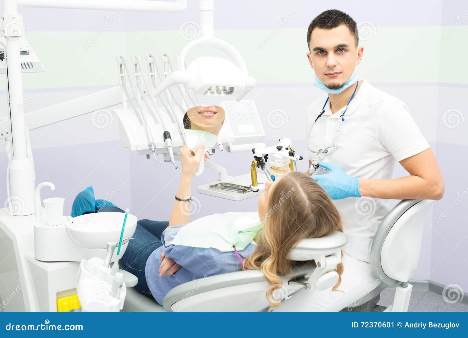 牙医和患者
