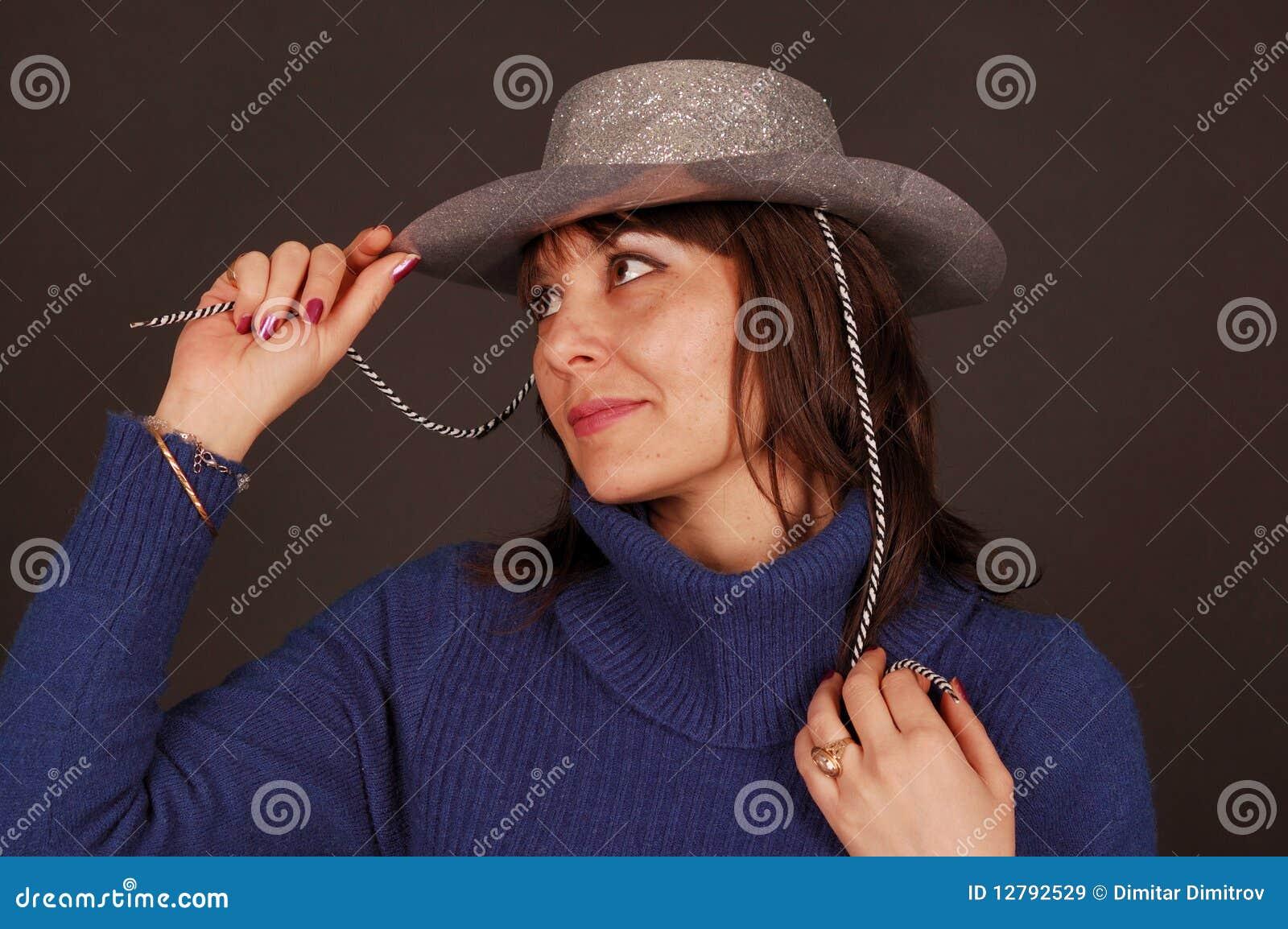 牛仔帽俏丽的妇女