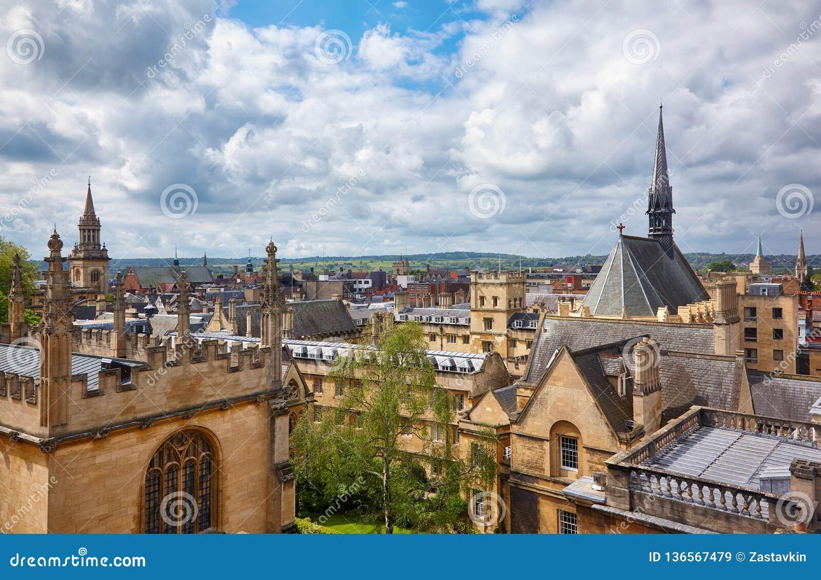 牛津大学埃克塞特学院和博德利图书馆如被看见从谢尔登剧院圆屋顶  牛津 英国