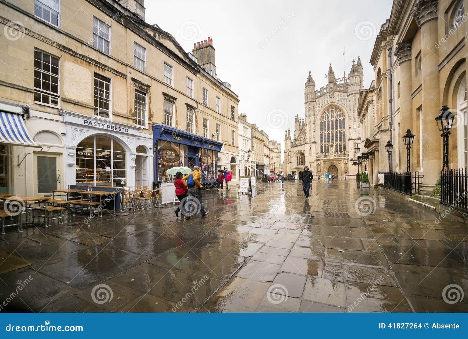 购物街道在巴恩英国
