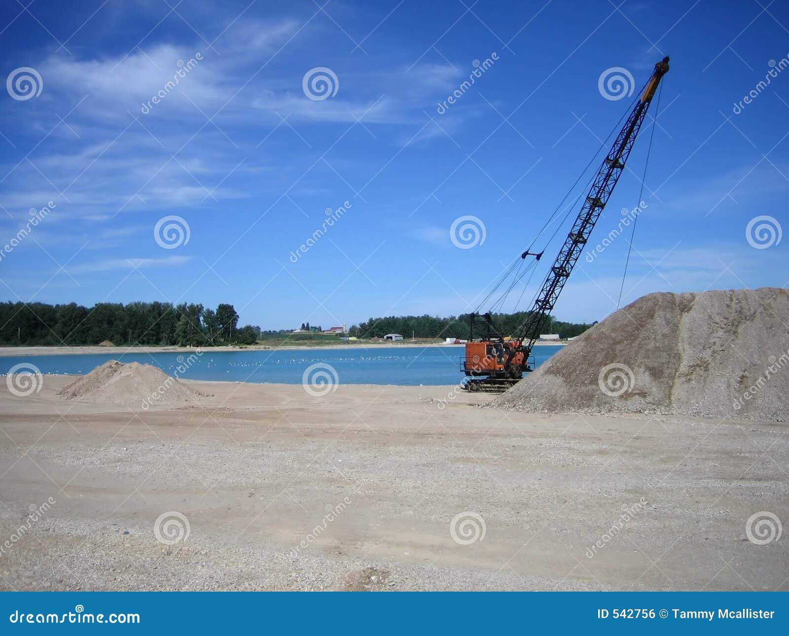 Download 牵引索采石坑 库存照片. 图片 包括有 环境, belton, 微粒, 岩石, 池塘, 沙子, 放射, 建筑 - 542756