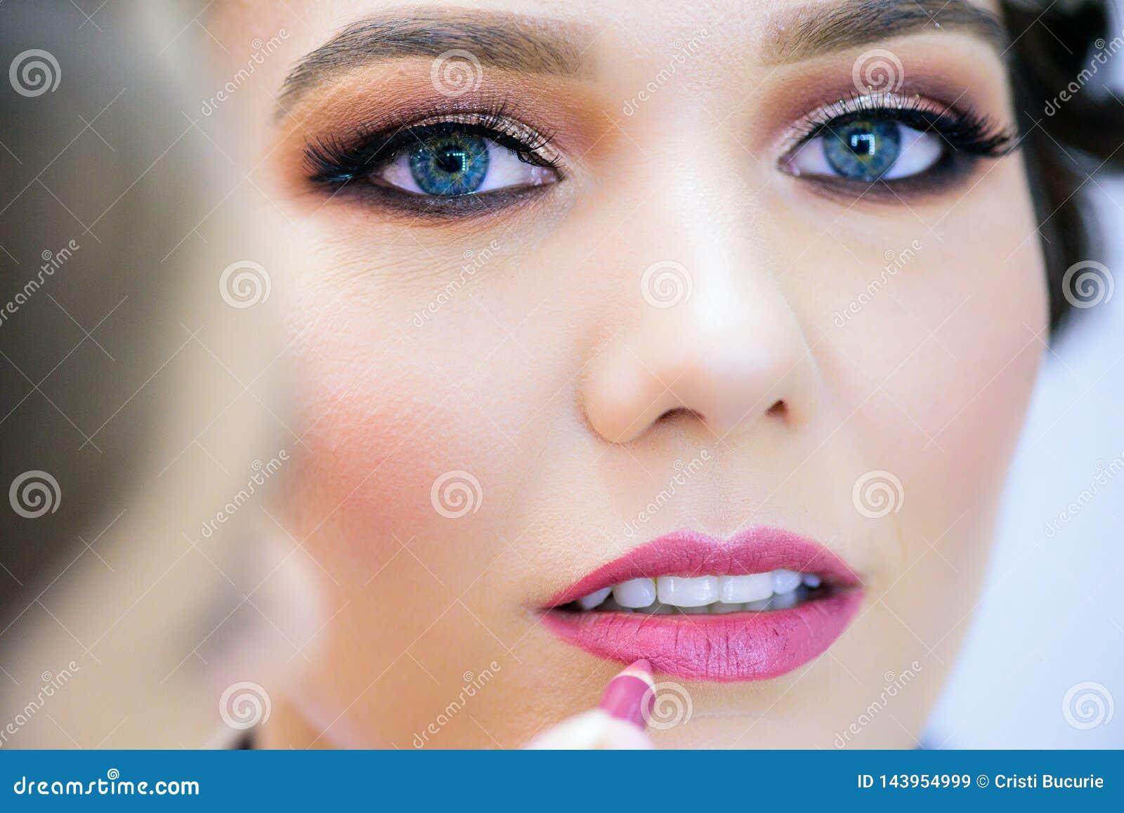 特写镜头完善的自然嘴唇构成 清洗皮肤,新构成 温泉嫩嘴唇 增广,魅力