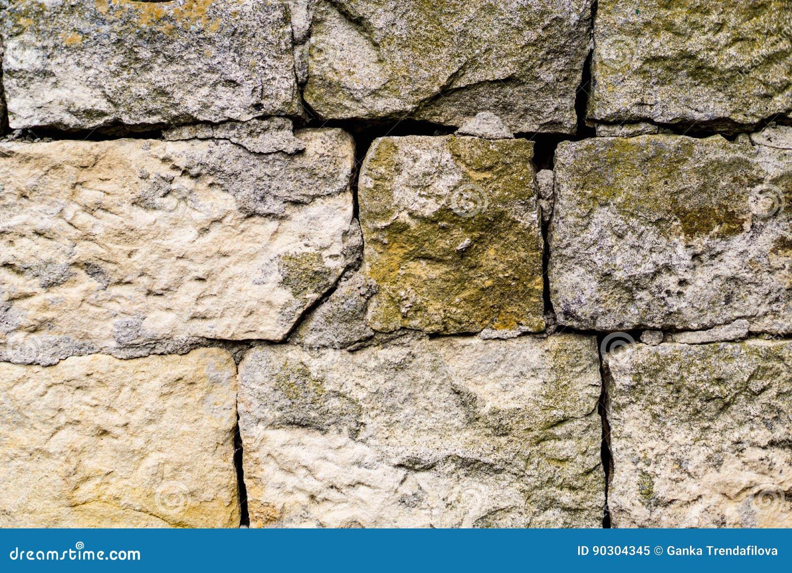 特写镜头切削的石头,岩石墙壁nafragment墙壁,长满