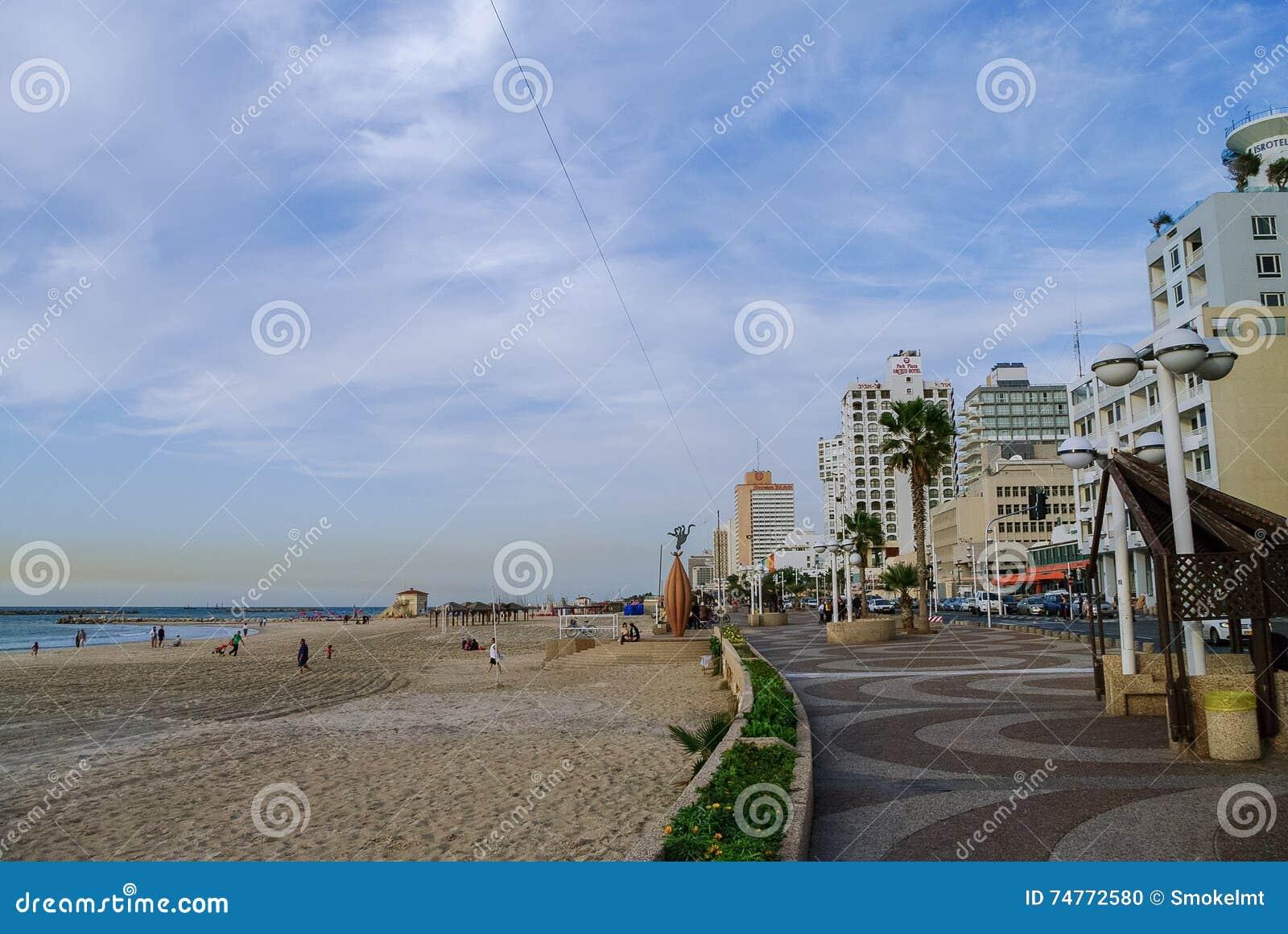 特拉唯夫,以色列2010年12月9日:城市海滩看法和emban