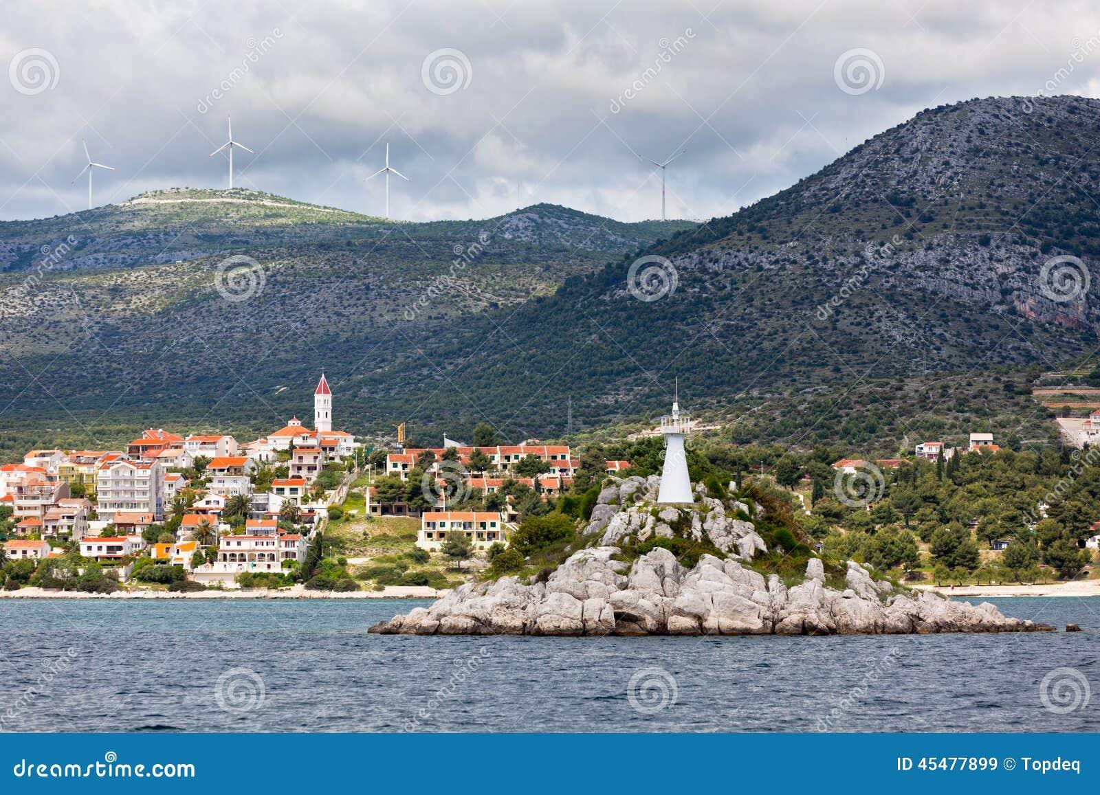 特罗吉尔地区,从海的克罗地亚视图