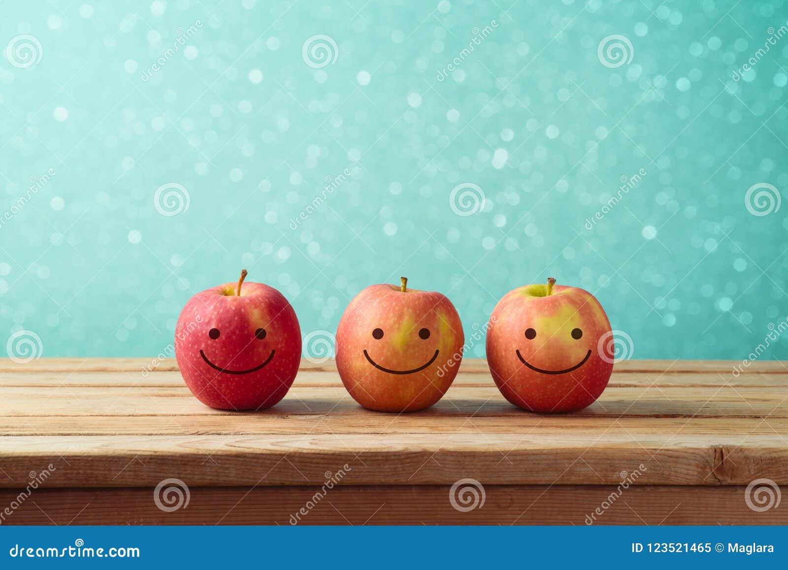 犹太假日犹太新年背景用微笑的苹果