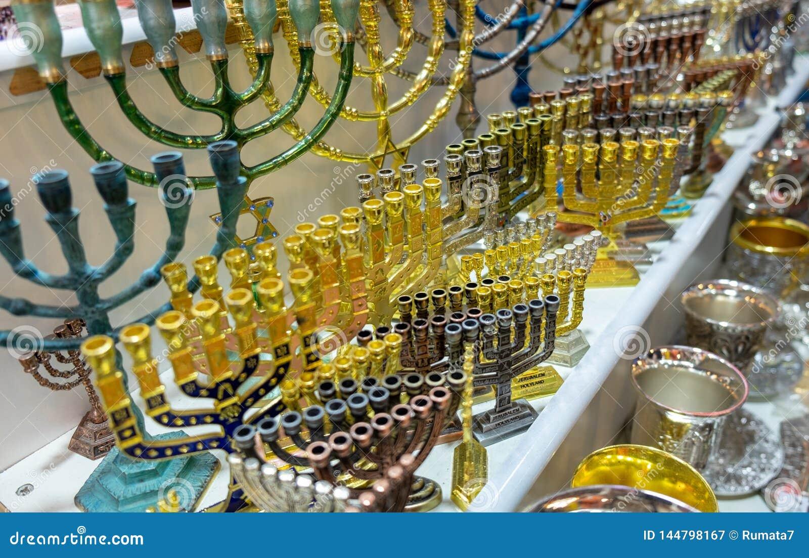 犹太教灯台,用于当代犹太寺庙的七灯大烛台,待售在老市场 r