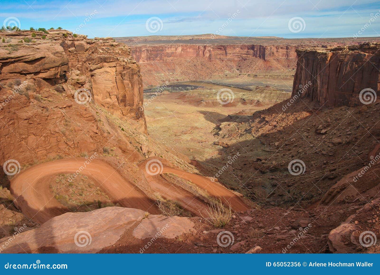 犹他Canyonlands天空区域白的外缘路的全国珀丽湾