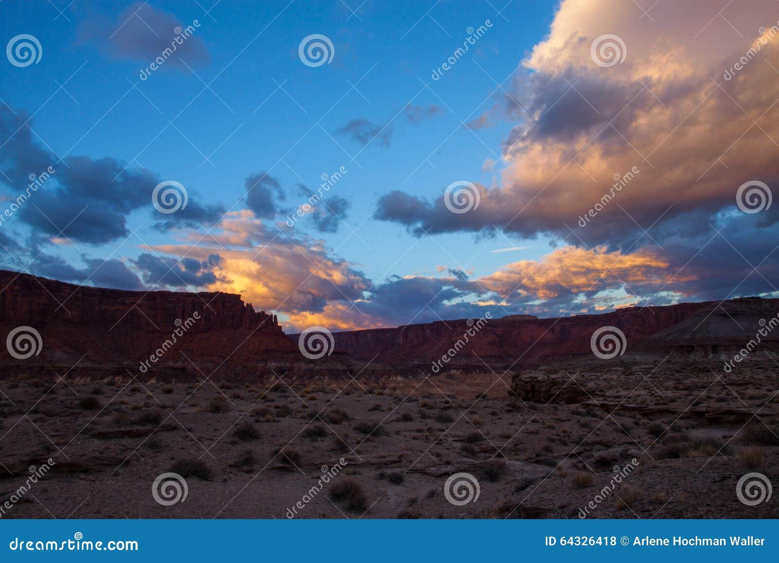 犹他Canyonlands天空区白的外缘路的全国珀丽湾