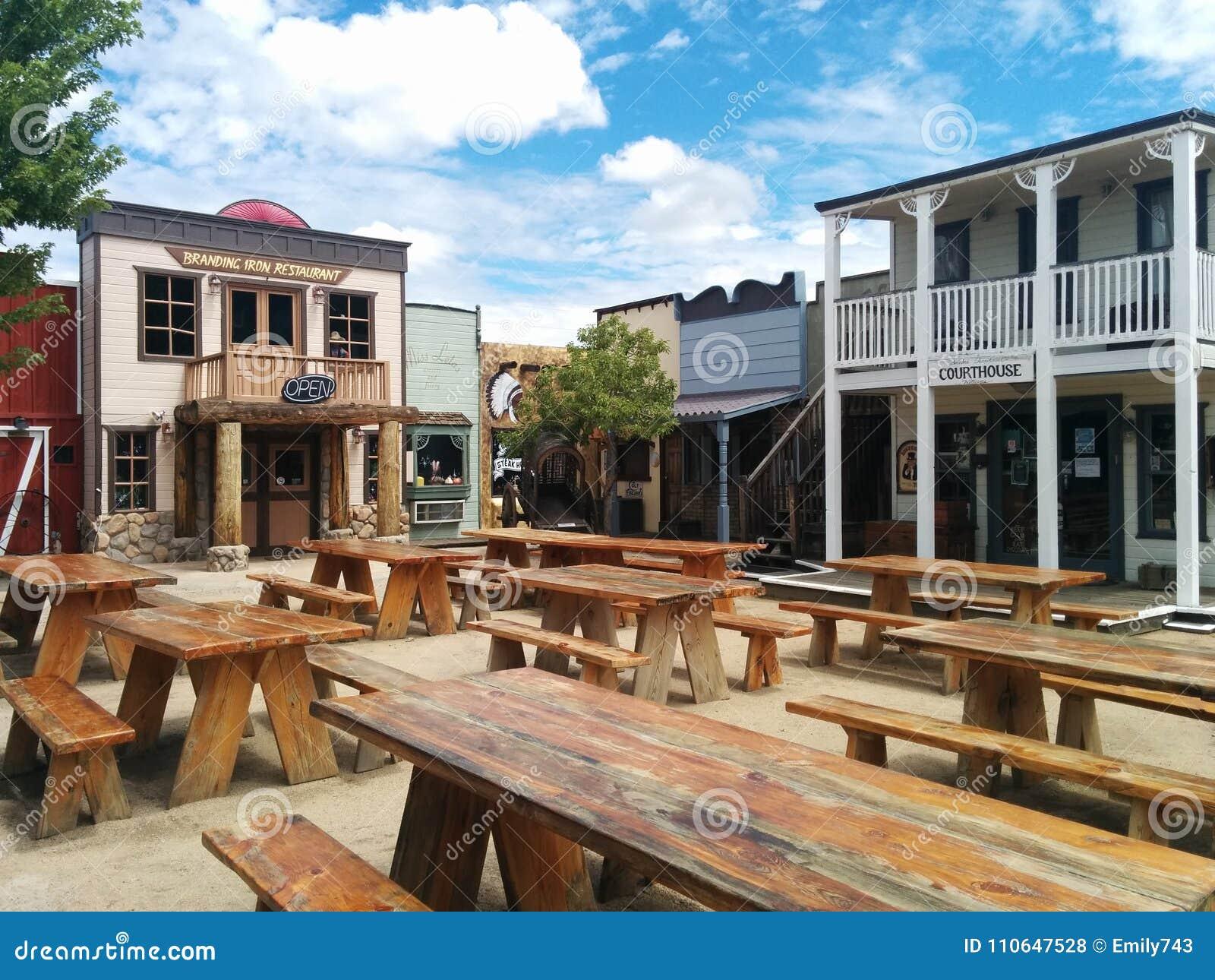 狂放的西部连接点主题的镇和餐馆在威廉斯,亚利桑那