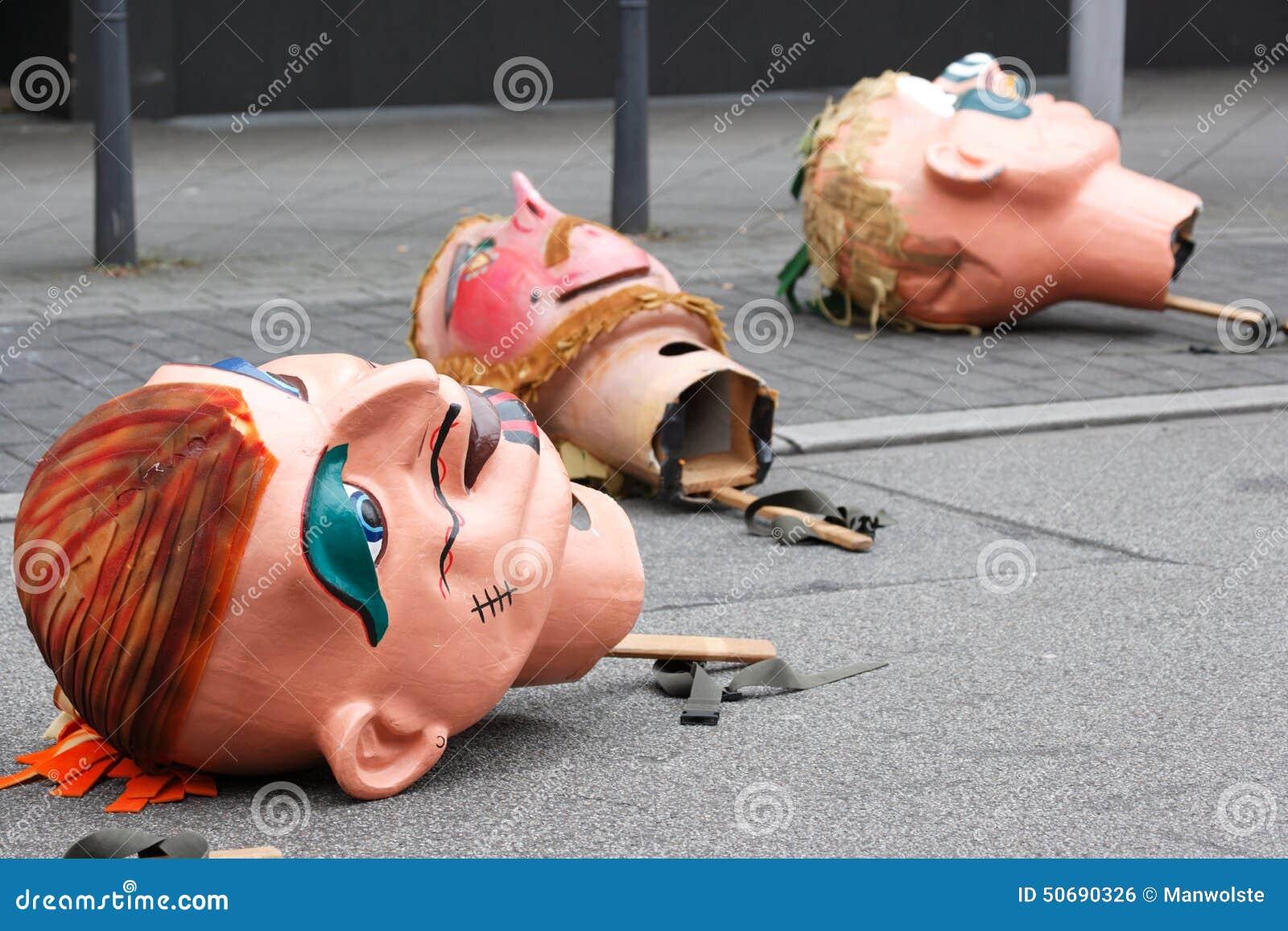 Download 狂欢节队伍在曼海姆,德国,在街道上的过大的面具 编辑类照片. 图片 包括有 兴奋, 狂欢节, 节日, 休闲 - 50690326