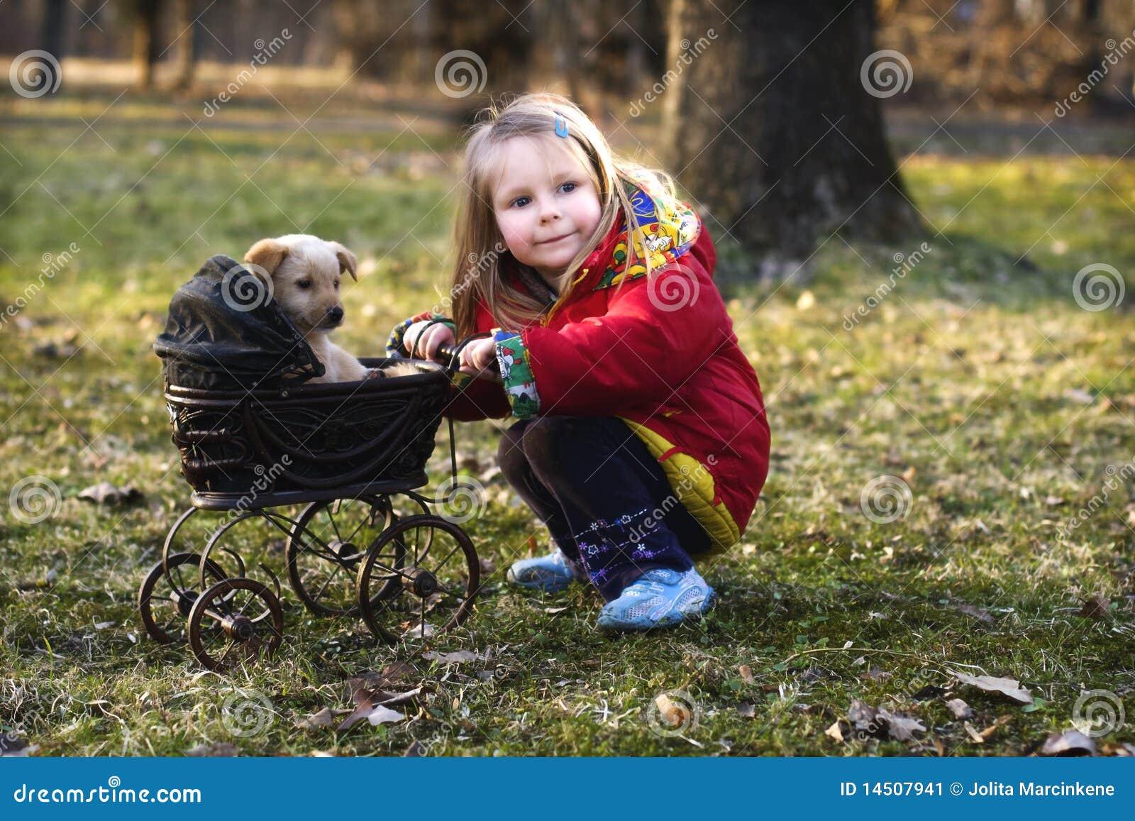 狗女孩摇篮车