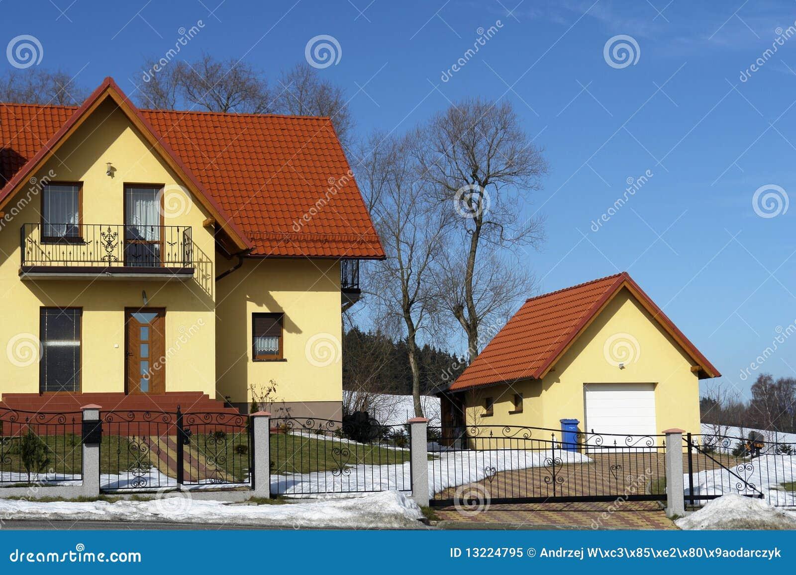 独立式车库房子