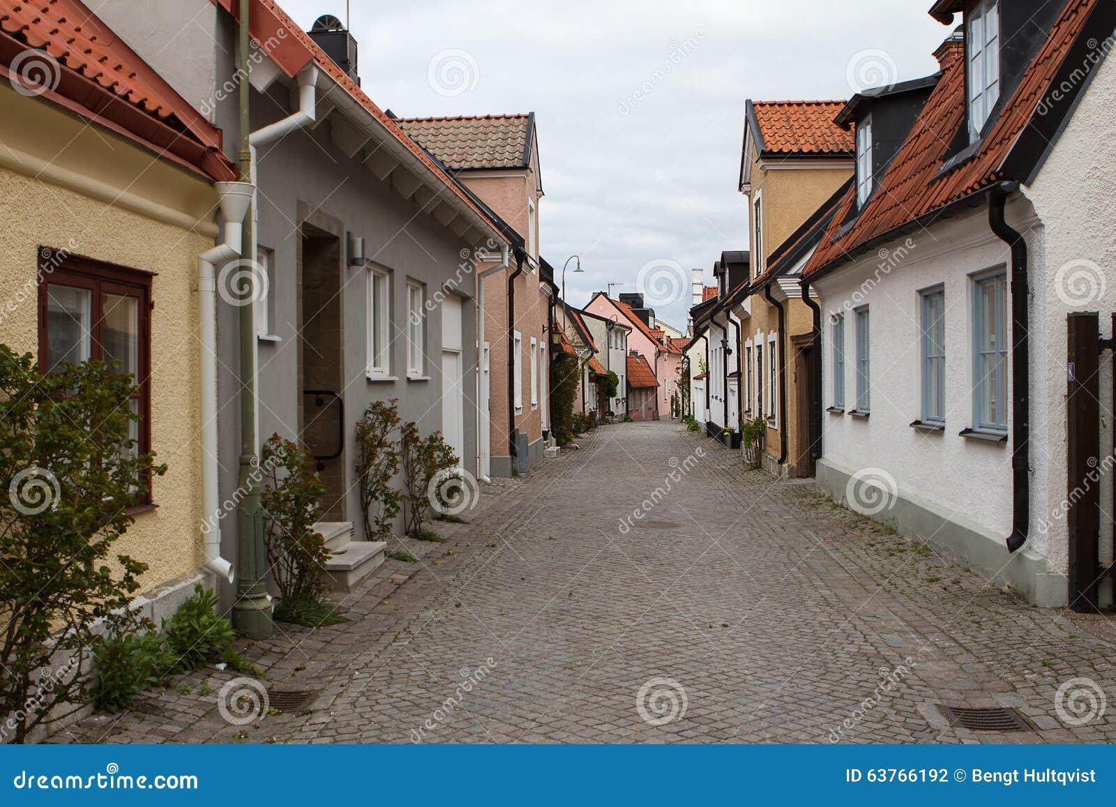 狭窄的街道在维斯比,瑞典