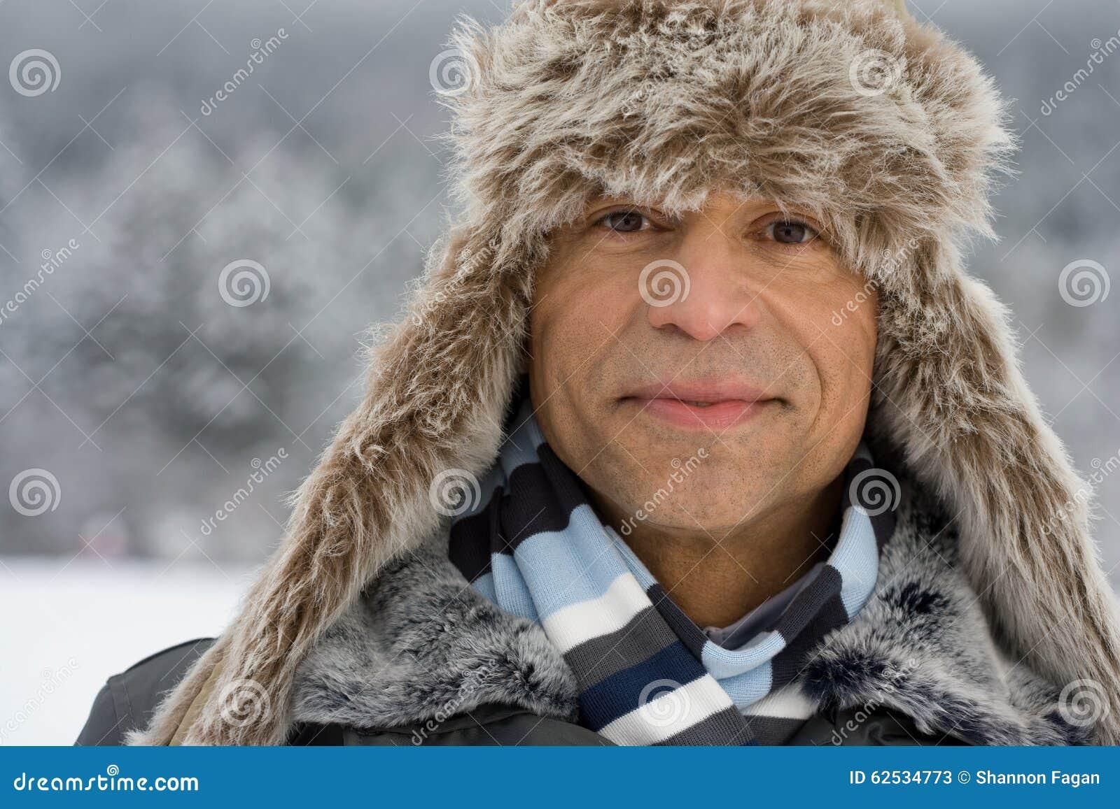 戴猎鹿人帽子的一个人的画象