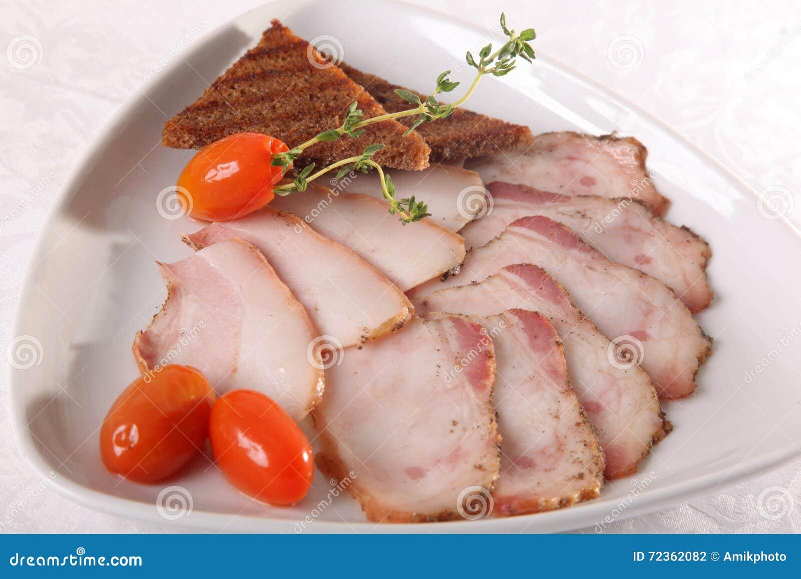 猪油和烟肉用黑麦面包