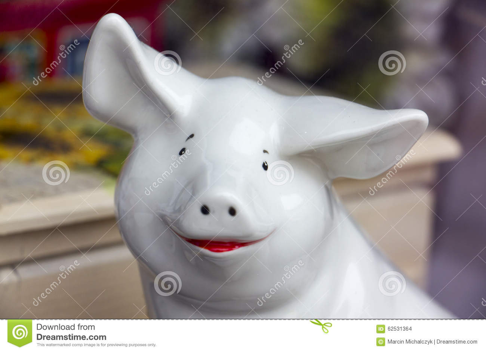 猪的瓷小雕象