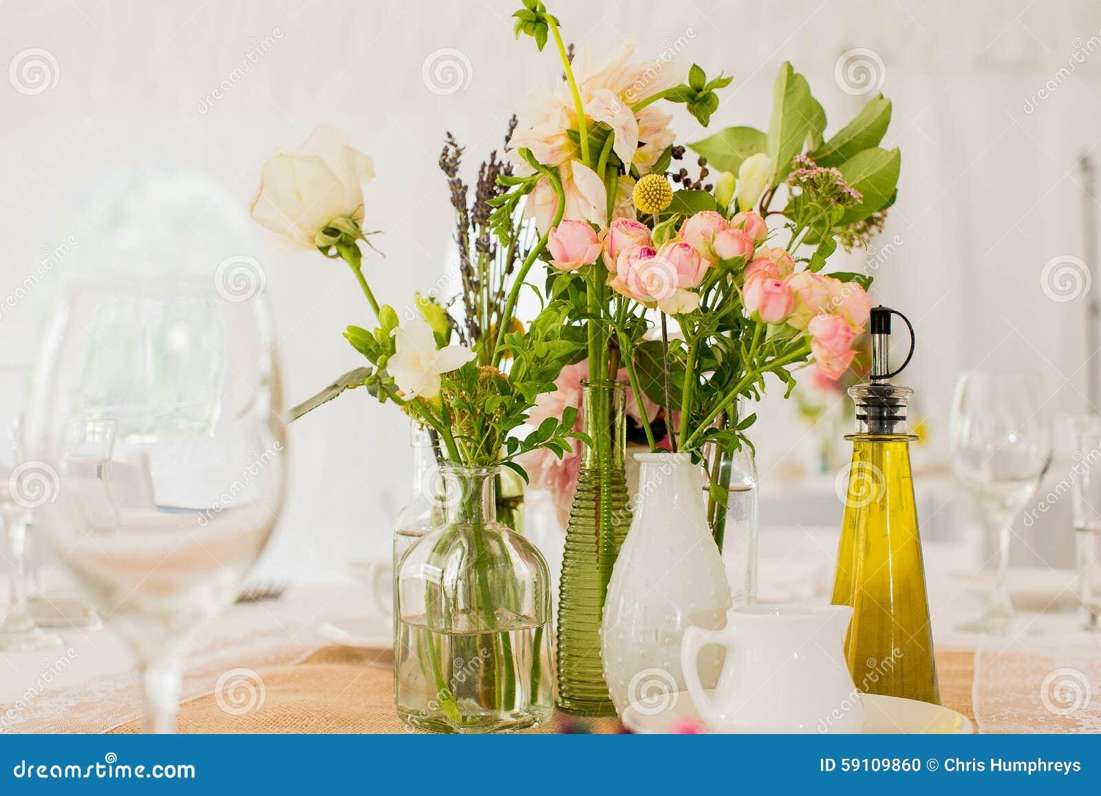 玫瑰、大丁草和康乃馨