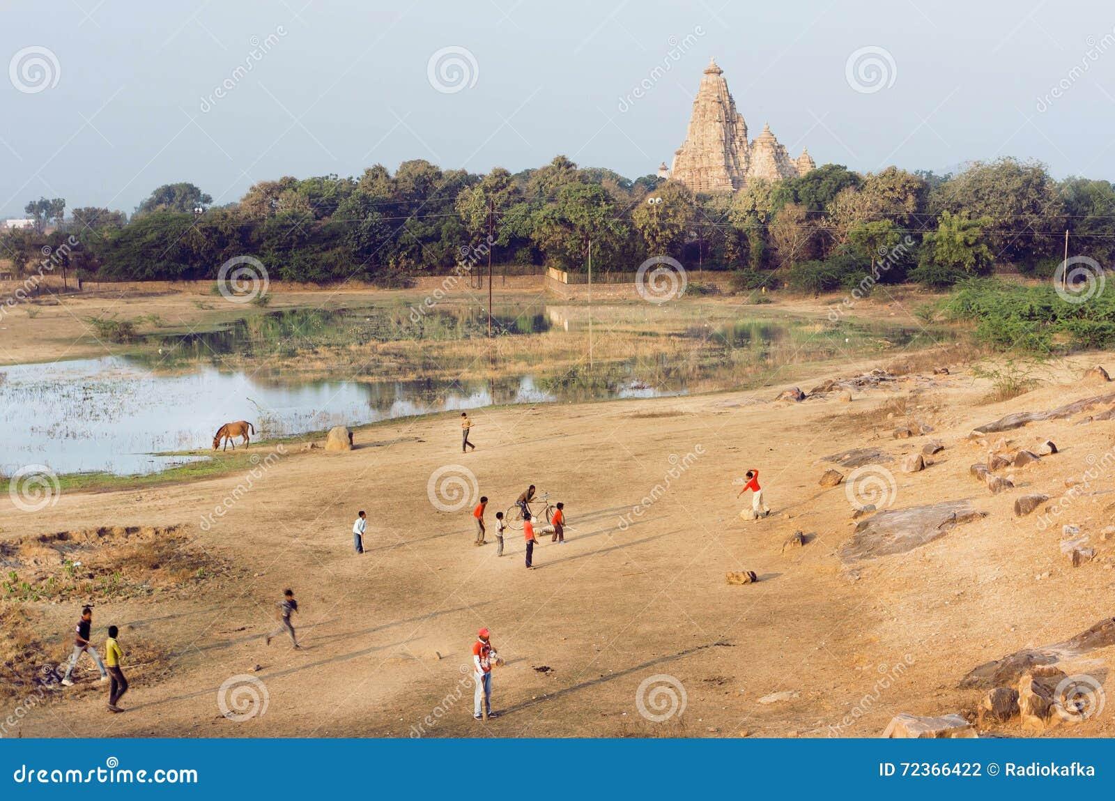 环境美化与打墙网球,印度的克久拉霍和孩子印度寺庙