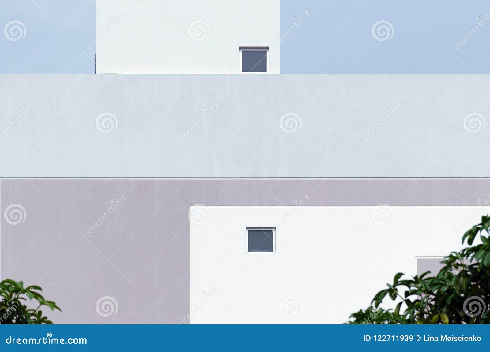 现代凉快的淡色大厦门面细节