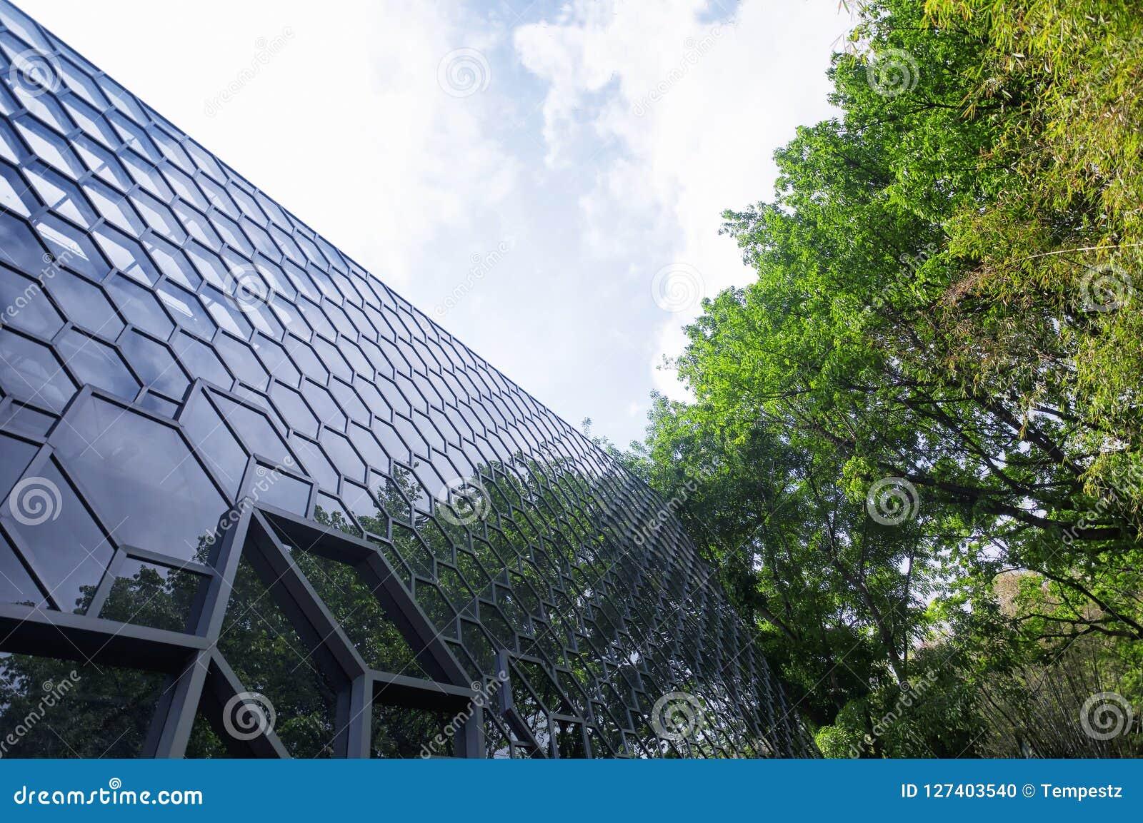 现代玻璃大厦门面深圳瓷