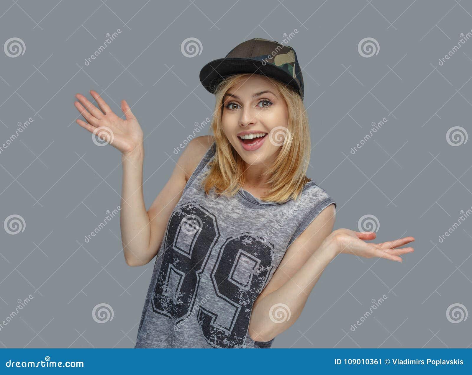 现代hip hop女性画象盖帽的. 方式, 构成.图片