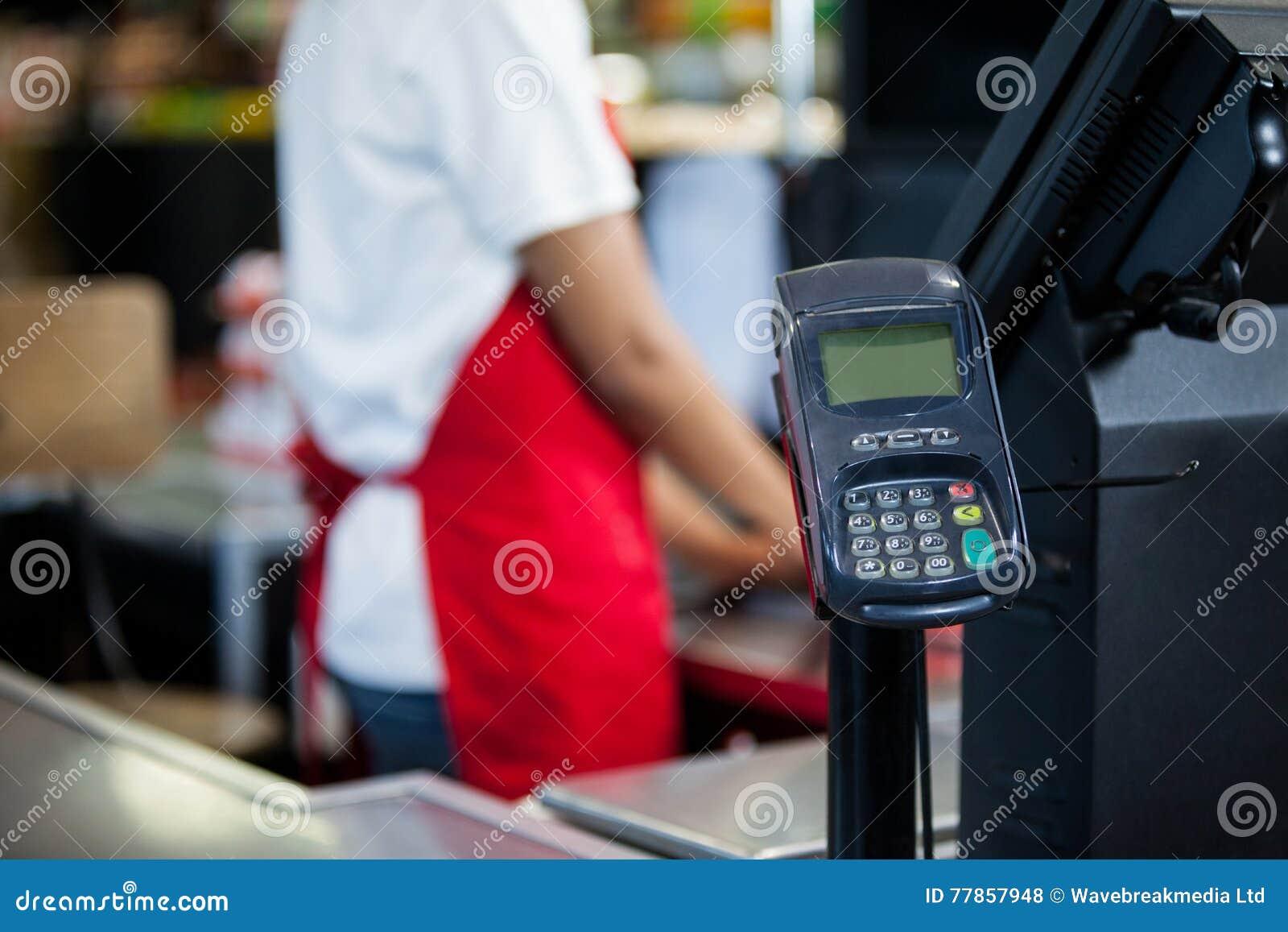 现金柜台的信用卡终端