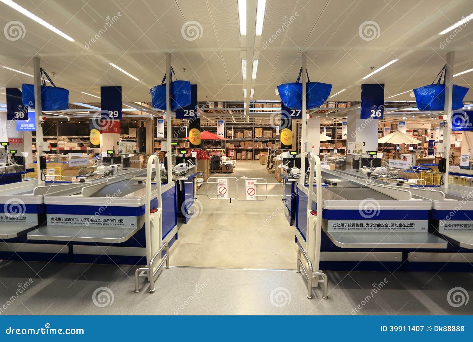 现金点在超级市场商店