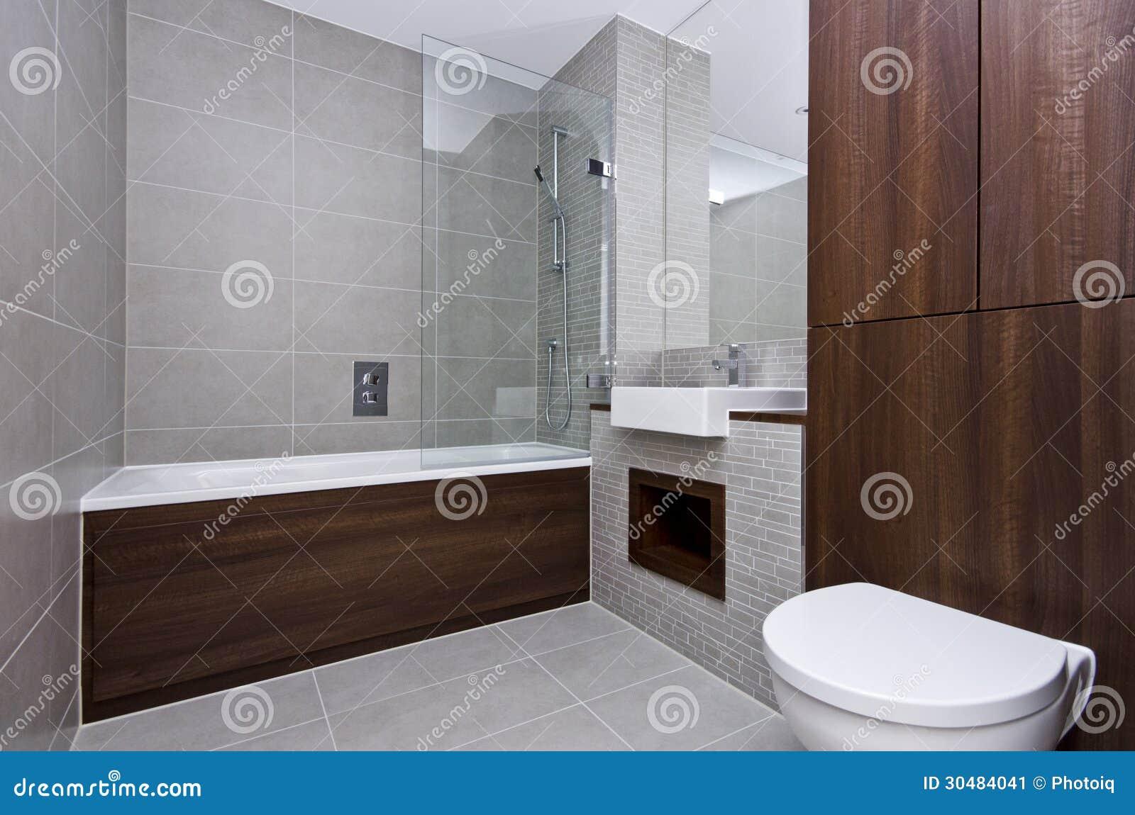 现代三件一套卫生间随员