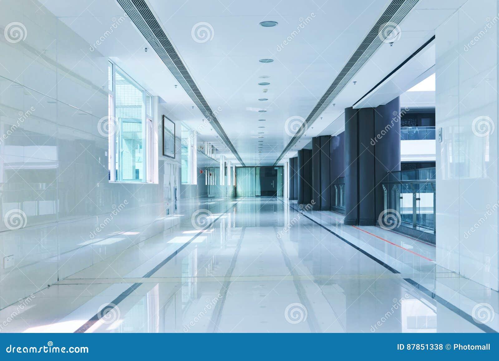 现代办公楼走廊